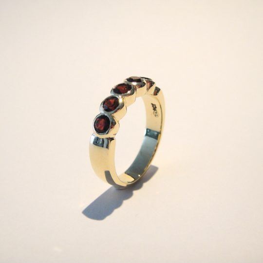 https://www.leachijewellery.co.za/wp-content/uploads/2018/06/Lyndsay-tube-set-garnet-ring-7-540x540.jpg