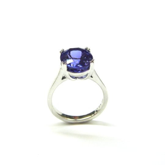 https://www.leachijewellery.co.za/wp-content/uploads/2018/06/Oval-tanzanite-ring-5-540x540.jpg