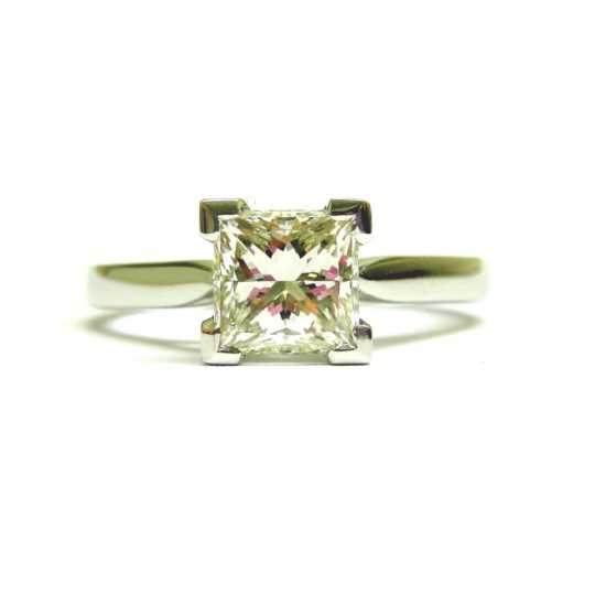https://www.leachijewellery.co.za/wp-content/uploads/2018/06/Paul-solitaire-front-view-540x540.jpg