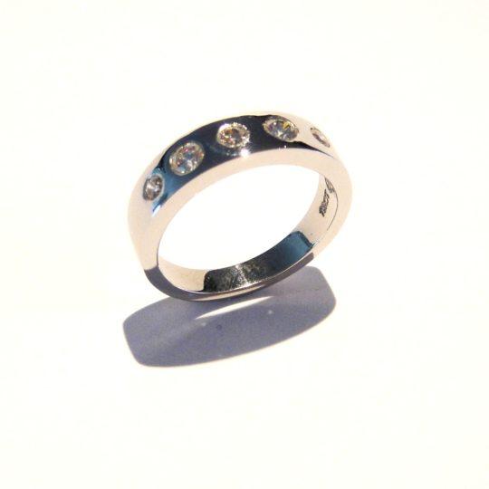 https://www.leachijewellery.co.za/wp-content/uploads/2018/06/Paula-first-ring-12-540x540.jpg